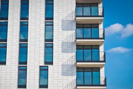 gevels van een flatgebouw