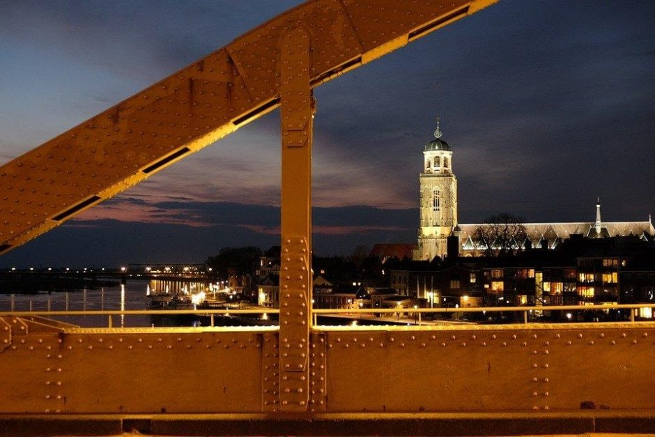 deventer in de avond